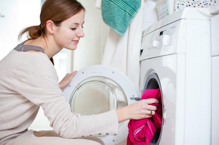 10 mẹo giặt quần áo nhanh chóng, hiệu quả và tiết kiệm kể cả giặt bằng máy hay giặt tay 8