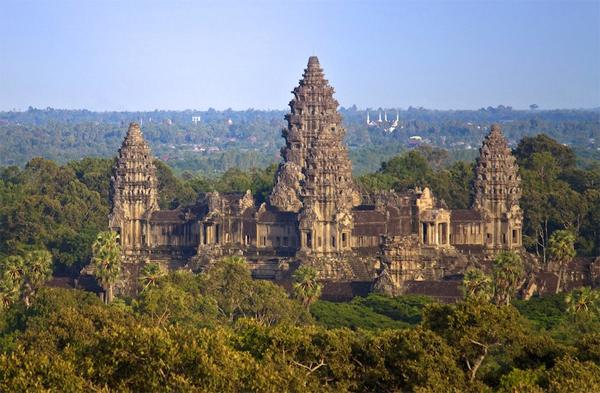 Top 10 địa điểm nổi tiếng thu hút khách du lịch nhất ở Đông Nam Á 1