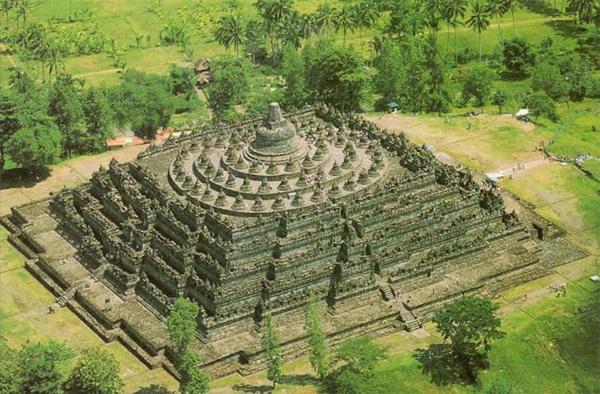 Top 10 địa điểm nổi tiếng thu hút khách du lịch nhất ở Đông Nam Á 7