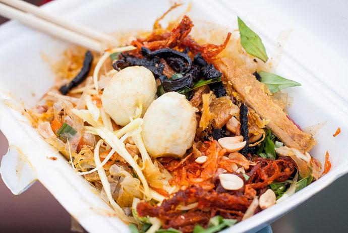 Top 10 món ăn vặt vỉa hè vừa ngon,vừa rẻ lại hợp vệ sinh không thể bỏ qua khi đến với Sài Gòn 1