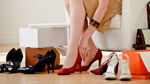 10 Bí quyết giúp bạn chọn mua 1 đôi dày cao gót vừa vặn để có dáng đi chuẩn mực nhất 1