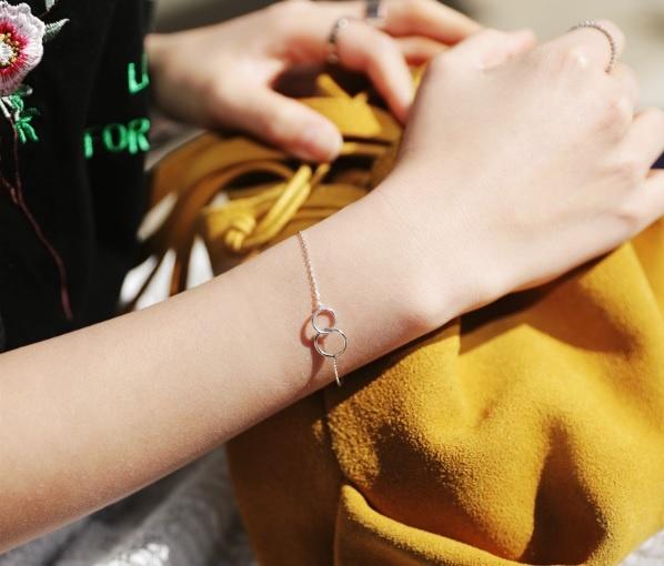 10 món đồ thời trang cần thiết dành cho mọi quý cô thuộc tín đồ tối giản 5
