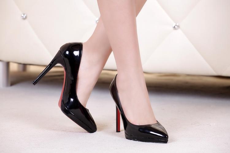10 Bí quyết giúp bạn chọn mua 1 đôi dày cao gót vừa vặn để có dáng đi chuẩn mực nhất 4
