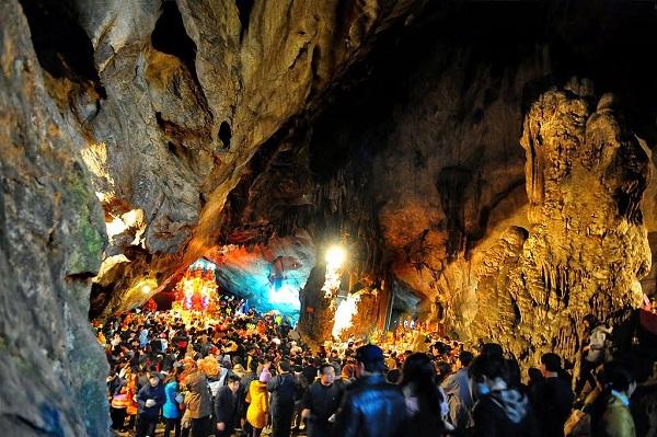 Khám phá 10 hang động đẹp lung linh kì bí và hấp dẫn nhất Việt Nam 1