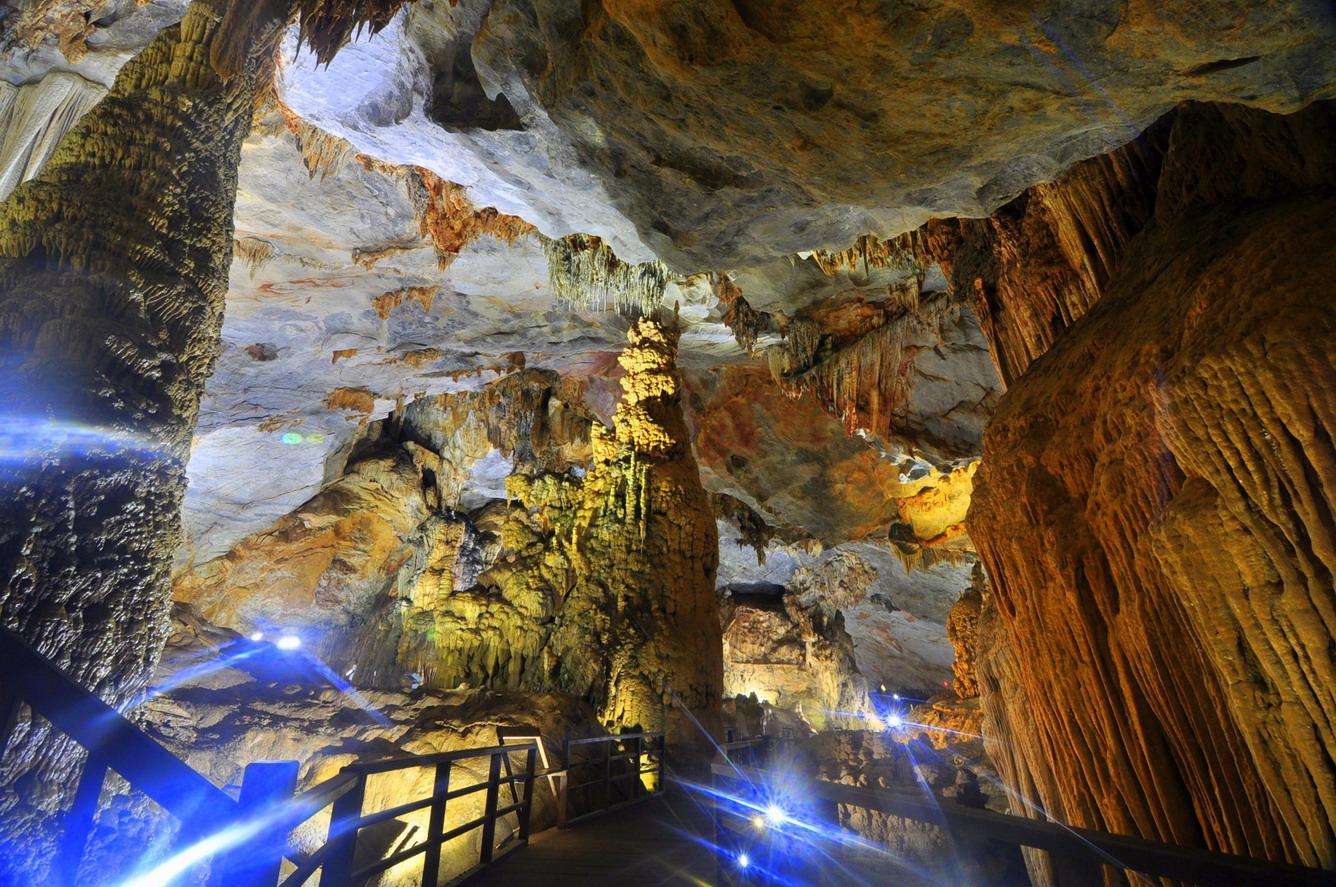 Khám phá 10 hang động đẹp lung linh kì bí và hấp dẫn nhất Việt Nam 4