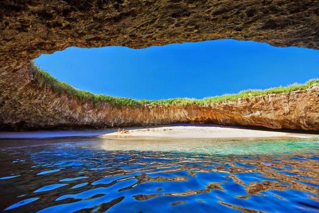 Khám phá 10 bãi biển kỳ lạ và tuyệt đẹp trên khắp thế giới 2