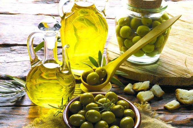 Bí quyết làm 10 loại dầu ủ cho tóc mềm mượt từ nguyên liệu thiên nhiên 9