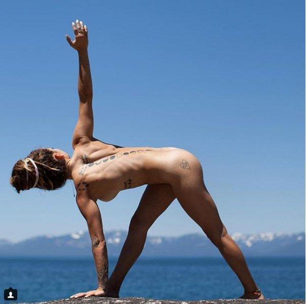 Yoga khỏa thân có gì mà hội chị em thi nhau tập? 2