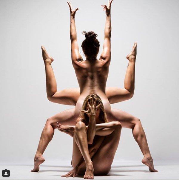 Yoga khỏa thân có gì mà hội chị em thi nhau tập? 1