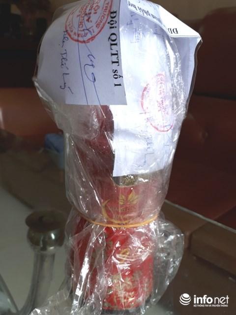 Lùm xùm vụ chai nước dán nhãn Trà thảo mộc Dr Thanh chứa dị vật 1